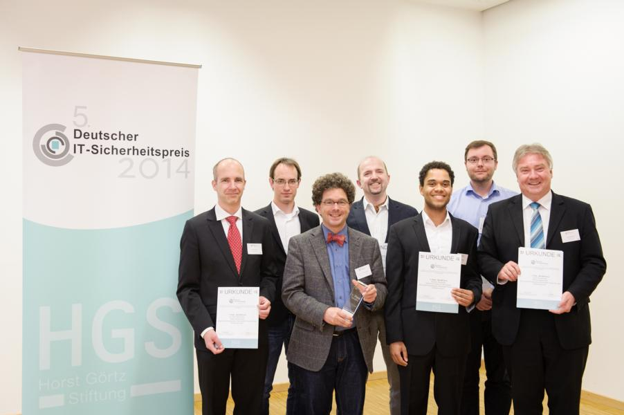 The first place in the IT Security Contest was reached by the application of Kerckhoffs's principle for software protection. With their Blurry Box® method, the Karlsruhe scientists won EUR 100,000.  Photo: RUB/Sadrowski