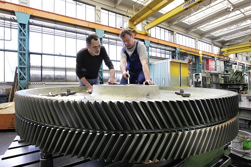 Preparation of a gear for punching grooves Photo: SCHULER GROUP