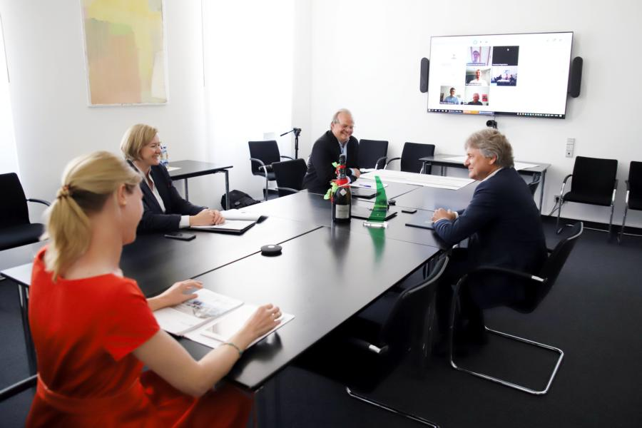 Online exchange with a safe distance in Karlsruhe City Hall (from left): Annika Egloff-Schoenen by