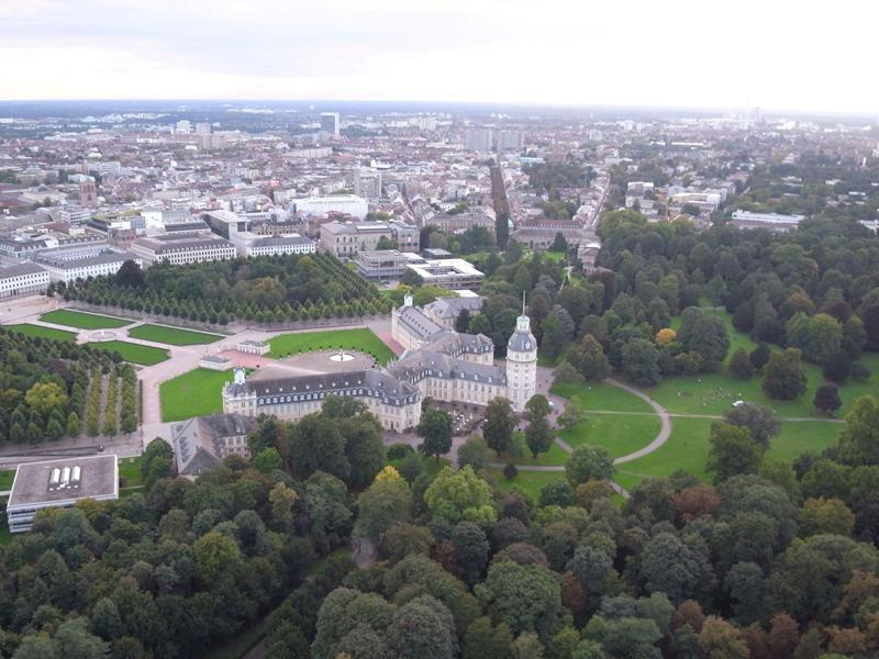 Urban park or forest areas, as here in Karlsruhe's Schlossgarten, are more important than ever for a good urban climate Photo: Sebastian Mang, KIT