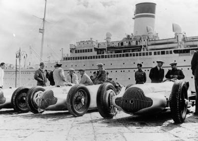 Loading the ship with the Mercedes-Benz W 154 Formula racing cars for the Tripoli Grand Prix, 15 May 1938. It was a triple victory for Mercedes-Benz. Hermann Lang took home the top prize, ahead of Manfred von Brauchitsch and Rudolf Caracciola.