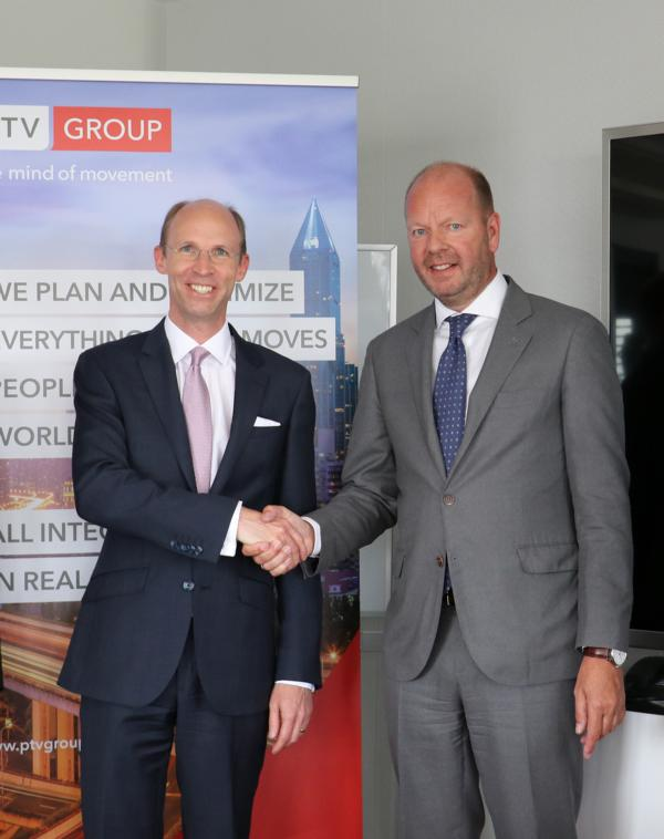 PTV prepares for further growth with a new strategic investor: Philipp von Hagen, member of the executive board of Porsche SE, and Vincent Kobesen, CEO of PTV Group  Photo: PTV